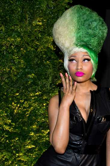 nicki minaj green eyes. Nicki Minaj Christie#39;s Green